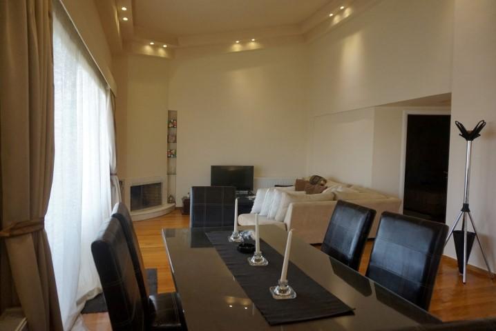 2) Livingroom (2)