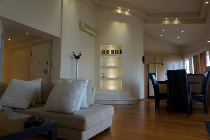 2) Livingroom (4)