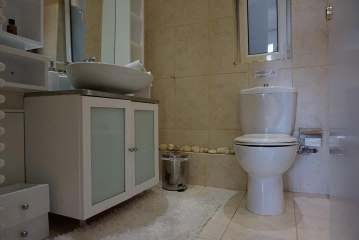 7) 2nd bathroom (1)