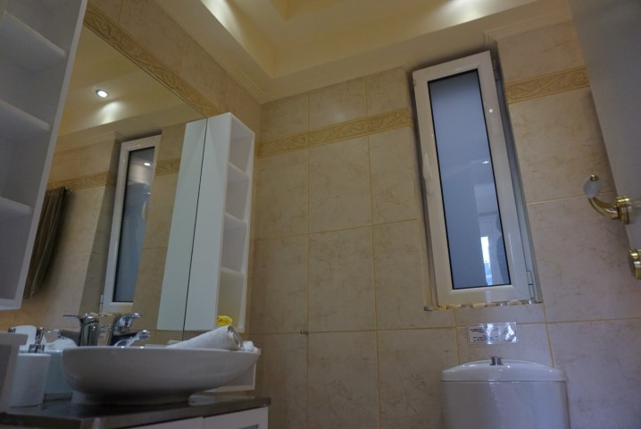 7) 2nd bathroom (3)